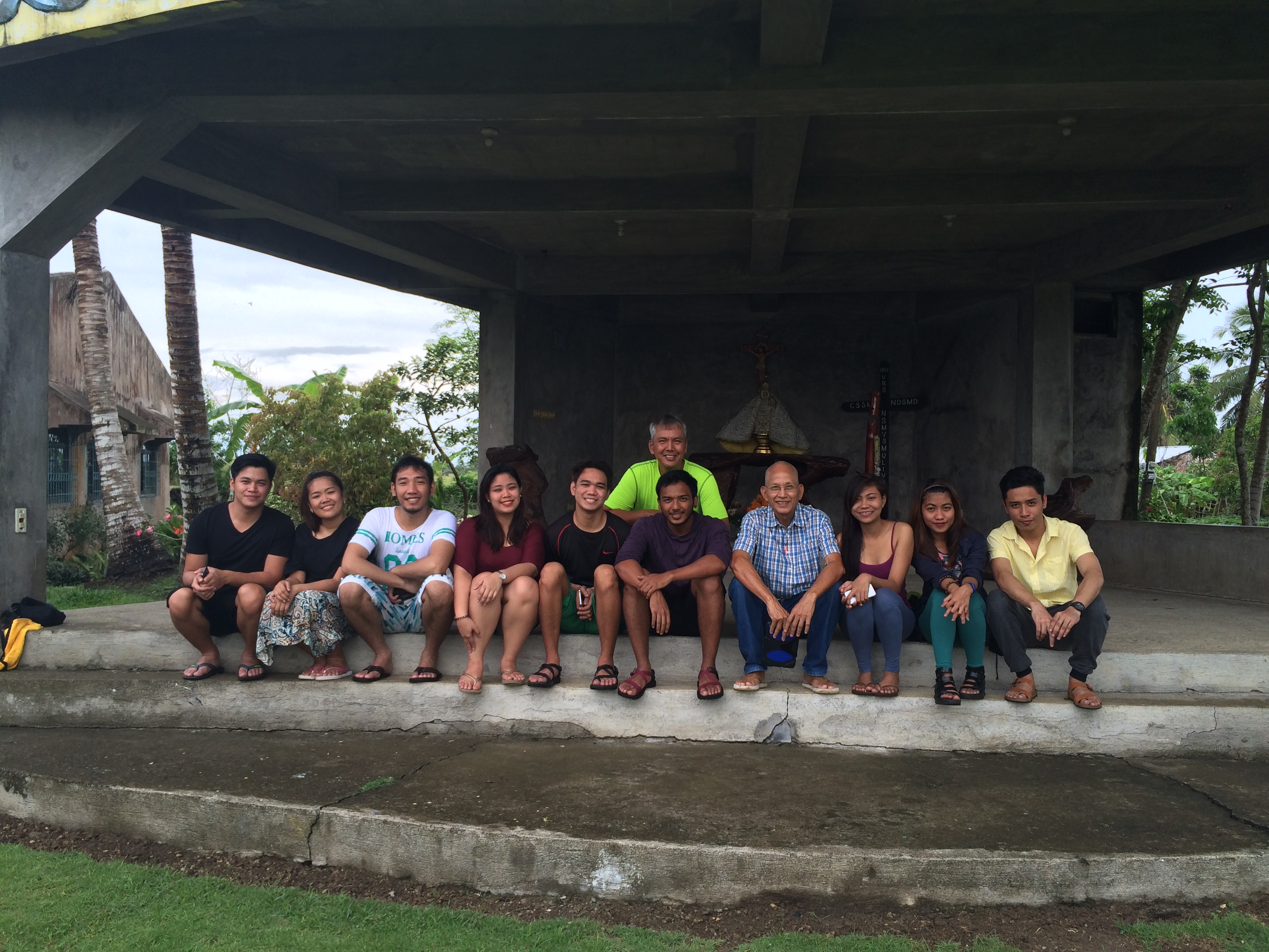 how to go to caramoan island from naga airport